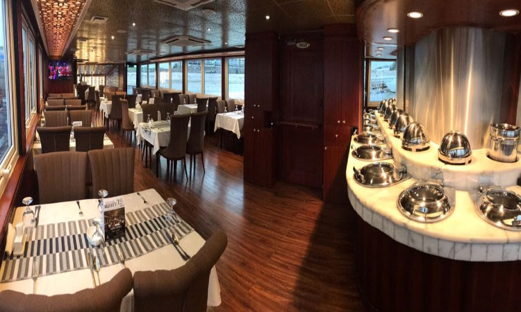 Luxury Yacht Dinner Cruise Abu Dhabi